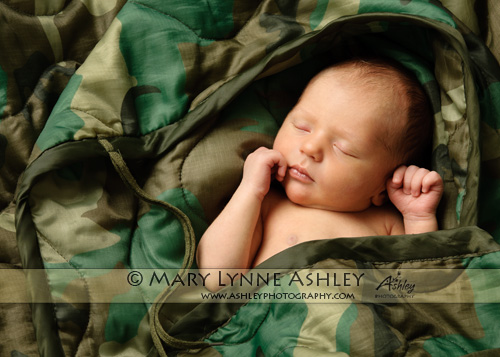 newborn-pictures-in-colorado-military